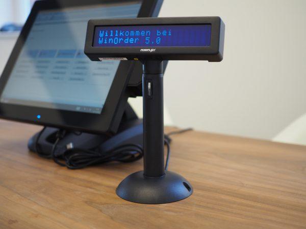 Posiflex POS Kundendisplay neben Quantum QX1900 Touchkasse